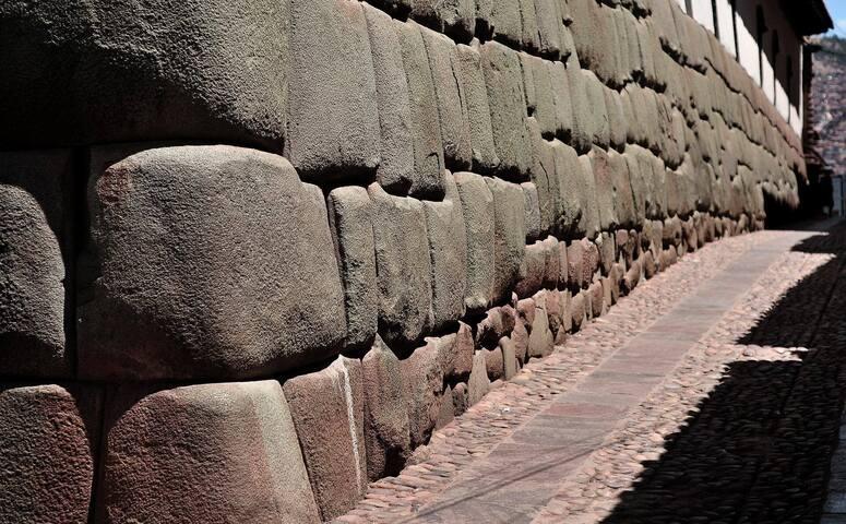 Calle con piedras san blas