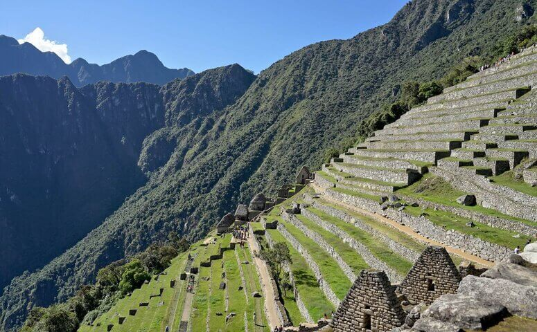 Machu Picchu ruinen mit blauem himmel