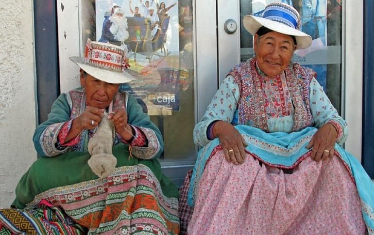 Mujeres en ropa tradicional