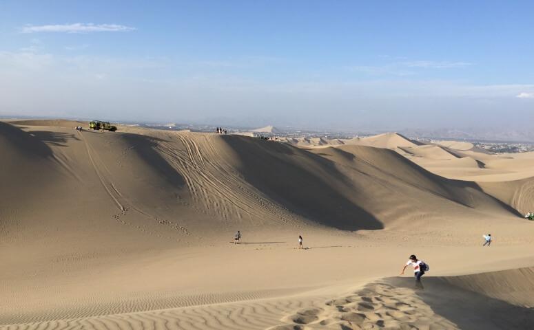 Oasis huacachina dunas cielo azul