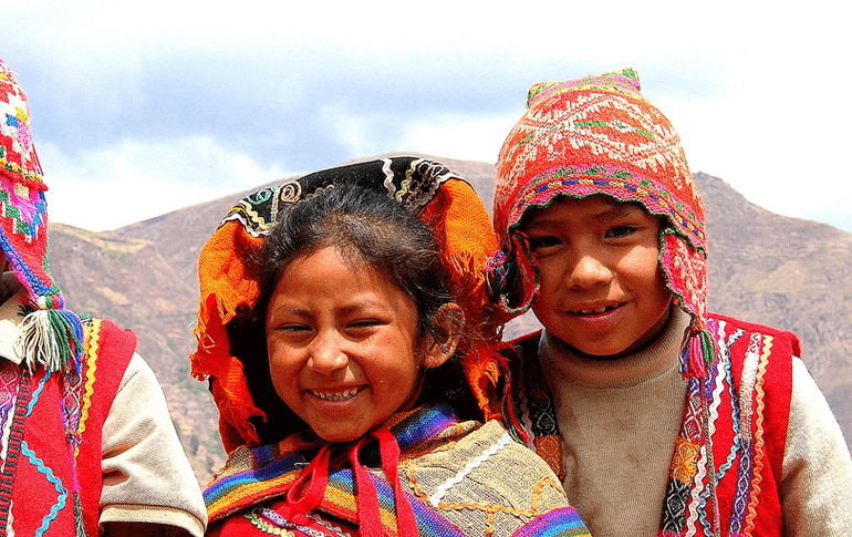 Kids with peruvian clothes
