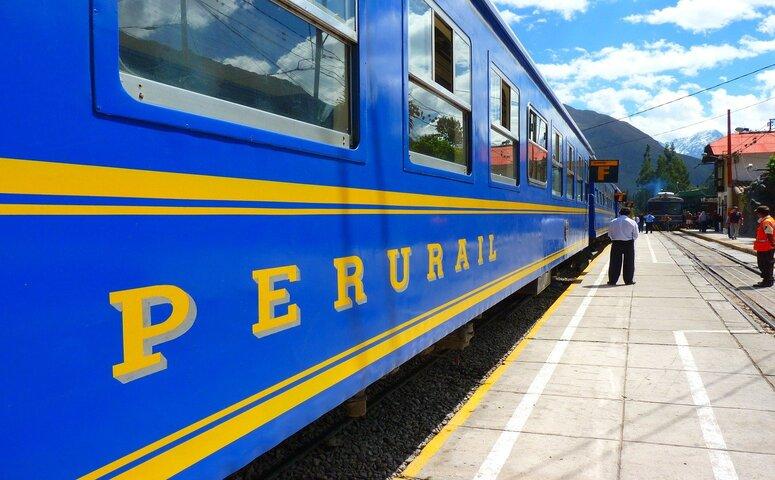 blue train with peru rail lettering